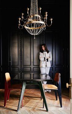 Moulures et Boiseries noires - Dressing noir et parquet ancien