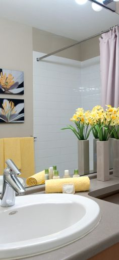 Home Staging - Badezimmer www. - Private Property Staging - Professional Home Staging - Flowers Pics Bathroom Staging, Kitchen Staging, Bathroom Ideas, Dusty House, Home Staging Tips, Interior Decorating, Interior Design, Diy Interior, Decorating Blogs