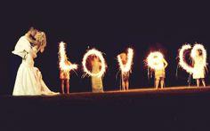 vuurwerk letters Tip je trouwfotograaf: light writing op je bruiloft   ThePerfectWedding.nl