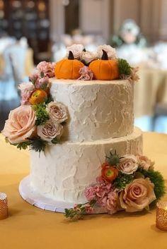 Pumpkin Wedding Cakes, Autumn Wedding Cakes, Halloween Wedding Cakes, Fruit Wedding Cake, Black Wedding Cakes, Themed Wedding Cakes, Wedding Cake Rustic, Fall Wedding Decorations, Themed Cakes