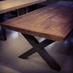 #ålesund #spisebord med #kryssben  #håndlagetavoss #barefordeg #bærekraftig #allemål  www.drivved.no #webshop #industrielt #industrilook