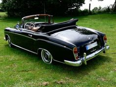 Mercedes Benz 220 SE Ponton Cabriolet....    Love old classic cars like this one.