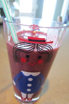 This berry smoothie recipe is to die for, so yummy and healthy! My kids loved it and it's sugar and dairy free too. Berry Smoothie Recipe, Smoothie Recipes For Kids, Vanilla Smoothie, Yogurt Smoothies, Healthy Smoothies, Easy Gluten Free Desserts, Egg Free Recipes, Paleo Recipes, Holiday Snacks