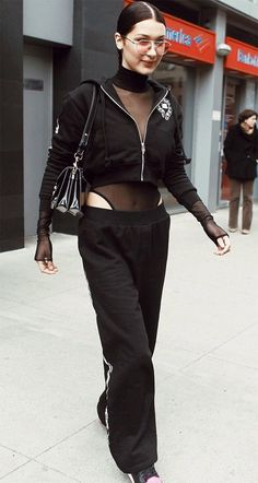 Street style look Bella Hadid.