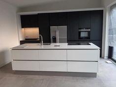 Luxury Kitchen Design, Kitchen Room Design, Contemporary Kitchen Design, Home Decor Kitchen, Modern House Design, Interior Design Kitchen, Home Kitchens, Bulthaup Kitchen, Kitchen Worktop