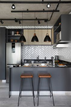 grey kitchen interior 45 Modern Kitchen Interior Ideas That Inspire Industrial Kitchen Design, Kitchen Room Design, Modern Kitchen Design, Home Decor Kitchen, Home Design, Interior Design Living Room, Home Kitchens, Small Modern Kitchens, Design Ideas
