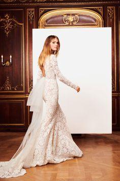 See the complete Oscar de la Renta Bridal Fall 2018 collection.
