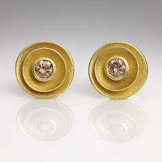 Jean Scott-Moncrieff - 22 and 18 carat gold earstuds with cognac diamonds Clay Jewelry, Jewelry Art, Jewelry Design, Golden Jewelry, Silver Jewelry, Silver Ring, Silver Bracelet For Girls, Estilo Fashion, Gold Drop Earrings