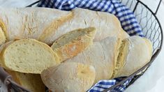 Ez az egyszerű recept jól jöhet, ha már nem kapsz kenyeret a péknél. Ciabatta, Pizza Recipes, Diy Food, Baked Goods, Quiche, Food And Drink, Baking, Easy, Breads