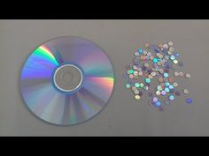 You Tube. How to separate layers of a CD with hot water and keep the holographic film undamaged. Old Cd Crafts, Easy Crafts, Diy And Crafts, Crafts For Kids, Cd Diy, Craft Tutorials, Craft Projects, Cd Mosaic, Mosaic Vase