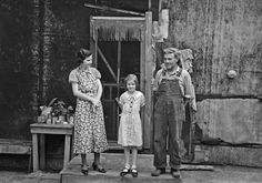 Russell Lee - Family of Henry McPeak, near Black River Falls, Wisconsin (1937)