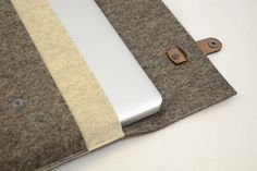 100 wool felt and leather MACBOOK 13/15 SLEEVE by anonimaMenteSHOP, €48.00