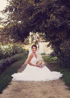 Dobrý deň, sľúbila som Vám nejaké fotky z fotenia, tak posielam... Šaty Mori Lee 35. http://salonbetty.sk