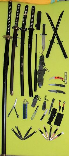 With knives coming up on again, here is my small collection of blades n'… Anime Weapons, Fantasy Weapons, Swords And Daggers, Knives And Swords, Katana, Armas Ninja, Martial Arts Weapons, Master Sword, Concept Weapons