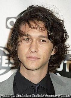 Joseph Gordon-Levitt. I find he bears an uncanny resemblance to Heath Ledger.