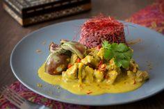 Lamm-Kokos-Curry mit Mini-Auberginen und rotem Reis - Im Asia-Markt gibt es einige Zutaten, mit denen man zunächst nichts anfangen kann. Deshalb kommt hier ein Rezept mit Chilifäden und Mini-Auberginen zum Experimentieren.