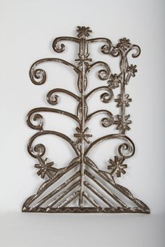 Veve of Osanj of the Ogun family of loas in Haitian Vodou who presides over iron, hunting, politics and war.