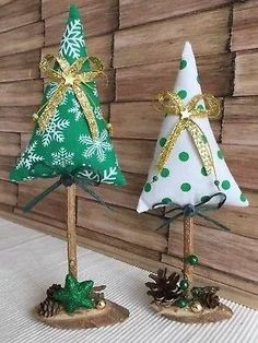 christmas tree crafts 46 How to Make DIY Rustic Felt Christmas Trees Christmas Decorations Sewing, Diy Felt Christmas Tree, Fabric Christmas Trees, Christmas Sewing Projects, Christmas Ornament Crafts, Noel Christmas, Handmade Christmas, Holiday Crafts, Diy Ornaments