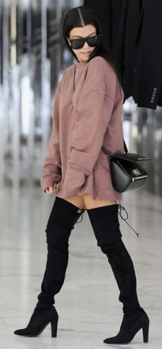 Baggy sweatshirts can complete a thigh high boots outfit lik.- Baggy sweatshirts can complete a thigh high boots outfit like this one! Long Boots Outfit, Thigh High Boots Outfit, High Heel Boots, Thigh High Outfits, Leather Knee High Boots, Thigh High Heels, High Heels Outfit, Black Leather, Short Outfits