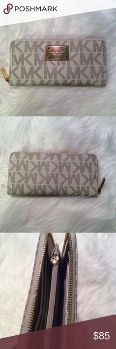 Michael Kors Jet Set Continental Wallet Vanilla In great condition! No trades! Authentic! Michael Kors Bags Wallets