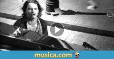 Vídeo musical 'Acompáñame a estar solo' de Ricardo Arjona.
