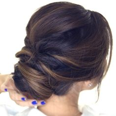 Quick hair tutorial: how to do an easy romantic updo on yourself in just 5 minutes! Simple elegant bun hairstyles for long medium hair.