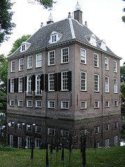 Nieuwegein: Kasteel Rijnhuizen Haunted Castles, Abandoned Castles, Beautiful Castles, Beautiful Places, Kingdom Of The Netherlands, Chateaus, Utrecht, Hospitals, Cathedrals