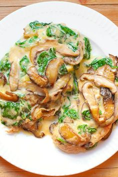 Chicken with Spinach and Mushrooms in Creamy Parmesan Sauce [for KETO: sub. Chicken bouillon powder for the broth & skip the flour] Chicken Spinach Mushroom, Spinach Stuffed Mushrooms, Spinach Stuffed Chicken, Chicken Pasta, Bacon Mushroom, Chicken With Mushrooms, Creamy Spinach Chicken, Mushroom Ravioli, Moist Chicken