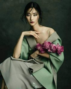 Jingna Zhang 张晶娜 - Fashion, Fine Art & Beauty Photography - Harper's Bazaar Vietnam – Ji Hye Park Source by vivianefabarius - Fashion Shoot, Editorial Fashion, Fashion Art, Fashion Studio, Floral Fashion, Urban Fashion, Trendy Fashion, Beauty Photography, Portrait Photography