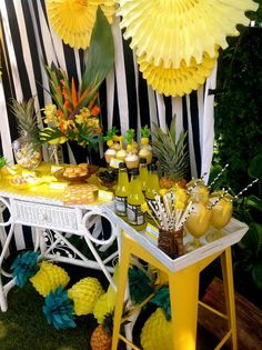 Pineapple Party Summer Party drinks and treats! See more party ideas at… Aloha Party, Party Kulissen, Fruit Party, Party Drinks, Party Ideas, Flamingo Party, Super Party, Partys, Summer Parties