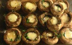 Cogumelos no forno com queijo cabra Trás-os-Montes | Mushrooms with Trás-os-Montes goat cheese baked (cheese, olive oil, garlic, pepper,salt,parsley) Outra Sugestão: Cogumelos no forno com o mesmo tempero e no final quando sairem do forno levam uma colher de queijo de Azeitão. http://www.deliportugal.com/en/catalog/soft-61565