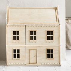 KLASSIEK NATUREL HOUTEN POPPENHUIS | «LA PARISIENNE» Petite Amélie Small Attics, Wooden Dollhouse, Wooden Dolls, Big Girl Rooms, Amelie, Second Floor, Timeless Design, Natural Wood, Kids Toys