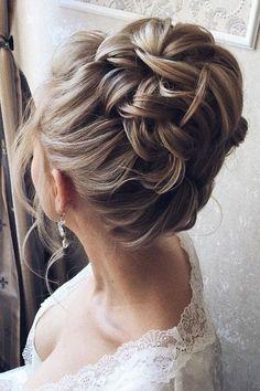 Haz click en la imagen para ver ideas para peinarte en una boda. Este peinado para novias nos ha enamorado. ¡Es lindísimo! Para más pines como éste visita nuestro tablero. Una cosa más! ▷ Y no te olvides de repinearlo si te gustó! #bodas #peinados #haistyle #wedding #hairstyles