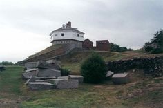 Fort McClary-a coastal fortification overlooking the ocean in Kittery Point, Maine. Named after Major Andrew McClary who died heroically during the Battle of Bunker Hill. The Places Youll Go, Places To Visit, Kittery Maine, Maine Wedding Venues, Visit Maine, New England States, States In America, United States, Old Fort