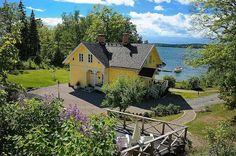 Grosshandlarvillan Large cabin built in 1873; Sweden. I really want to go to Sweden.