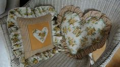 Cuscini Country giallo con tema cuore