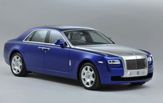 The 2013 Rolls Royce Ghost possesses some subtle features and a major attraction is the presence of Comfort Access which is a system whereby one can open the trunk hands free. Opening of the trunk now entails approaching the car with keys in the pocket while opening the trunk requires one to move the foot under the centre of the rear bumper.