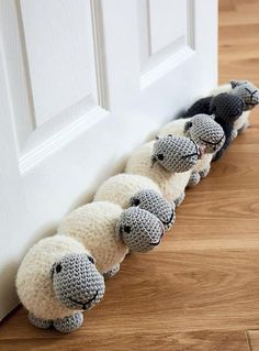 Sheep draught excluder/doorstopTime: 10-12 hoursSize: 18 x 12 x 12cm per sheepAvailable in US and UK abbreviationsBasic crochet skills required. Pattern includes chain stitch, single (US)/double crochet (UK), working in the round, increasing and decreasing.