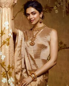 Deepika Padukone is Indian Bollywood beautiful actress. Her age is 32 years Jan She debuted in and got fame in Indian cinema. Tanishq Jewellery, Saree Jewellery, Bridal Jewellery, Deepika Padukone Style, Living At Home, Beautiful Saree, Womens Fashion For Work, Bollywood Actress, Bollywood Style