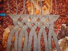 This pattern is available as a free Ravelry download Tutorial for Saxon braided cowl.