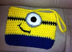 Despicable me purse and cell phone holder crochet pattern #Pinoftheday #crochetpattern