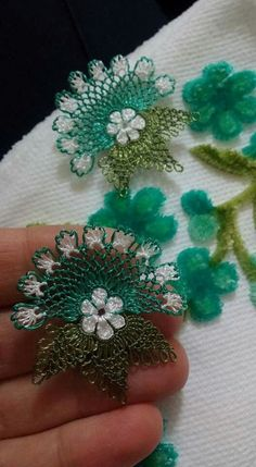 This Pin was discovered by Zey Bead Crochet, Crochet Doilies, Crochet Earrings, Crochet Hats, Needle Lace, Bobbin Lace, Needle And Thread, Lace Flowers, Crochet Flowers