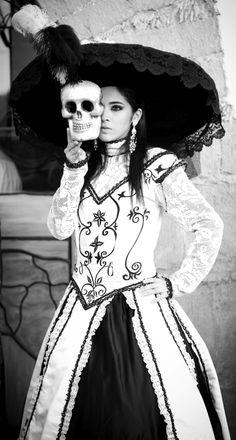 La Catrina cumple 100 años!!!!  Ven y Celebra con ella en su Festival de Calaveras!!  Del 26 de Octubre al 4 Noviembre en Aguascalientes, Mèxico