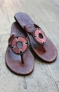 50 Summer Colorful Sandals You Should Already Own Women shoes flats and comfortable Beaded Shoes, Beaded Sandals, Pink Sandals, Flat Sandals, Best Running Shoes, Pretty Shoes, Womens Shoes Wedges, Wedding Shoes, Fashion Shoes