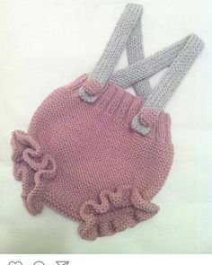 Most Fashionable Baby Overalls – Knitting And We Knit Baby Dress, Knitted Baby Clothes, Knitted Hats, Baby Overalls, Baby Pants, Knitting For Kids, Baby Knitting, Brei Baby, Tricot Baby