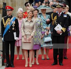 (L-R) Britain's Prince Edward, Sophie, the Countess of Wessex, the Duchess of Kent, Anne, the Princess Royal , Princess Michael of Kent and the Vice-Admiral Timothy Laurence come out of Westminster Abbey in London, following the wedding ceremony of Prince William and Kate, Duchess of Cambridge, on April 29, 2011. AFP PHOTO / CARL DE SOUZA (Photo credit should read CARL DE SOUZA/AFP/Getty Images)
