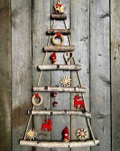 Lógó karácsonyfa az ágakból - 11 kreatív ötlet a tervezéshez és díszítéshez Christmas Sewing, Christmas Crafts, Christmas Ornaments, Christmas Tree Themes, Holiday Decor, Driftwood Christmas Tree, Alternative Christmas Tree, Printable Christmas Cards, Christmas Greetings