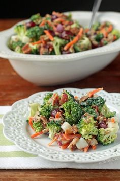 This lightened up Broccoli Salad is the perfect recipe to bring to a picnic, cookout or potluck. Just 140 calories or 4 Weight Watchers… Ww Recipes, Salad Recipes, Cooking Recipes, Healthy Recipes, Healthy Salads, Healthy Food, Weightwatchers Recipes, Broccoli Salad, Pasta