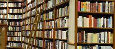 http://mundodelivros.com/livrarias-ficticias/ - Porque não relembrar algumas das livrarias fictícias mais emblemáticas da literatura e do cinema? De cesto na mão, partimos para algumas das livrarias fictícias da cultura pop.