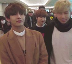 V slaying fangirls left and right (1/4)